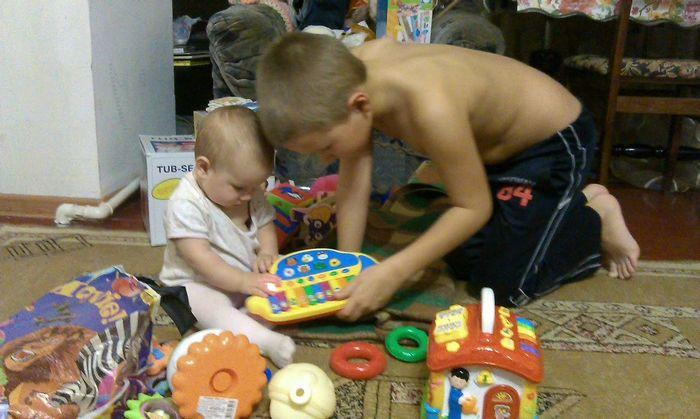 Детские игрушки: от рождения до года. формируем интерес.