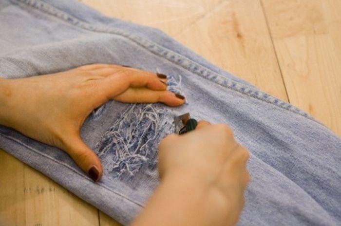 Как сделать рваные джинсы своими руками