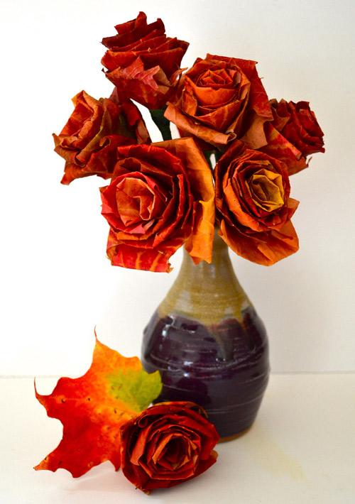 Осенний букет: цветы из кленовых листьев